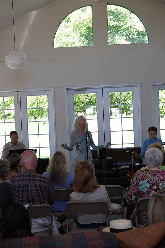 Janice-Cook-Sings-8185.jpg