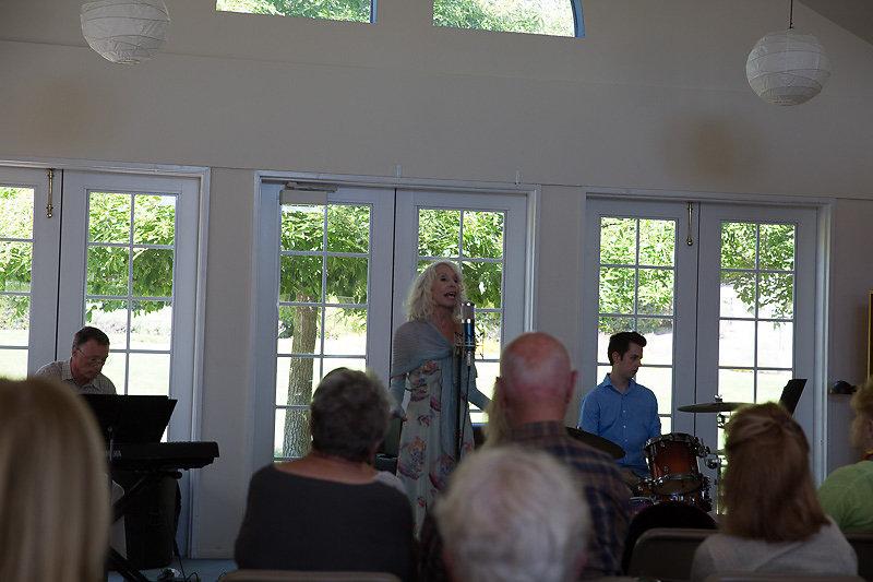 Janice-Cook-Sings-8218.jpg