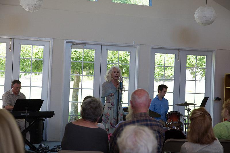 Janice-Cook-Sings-8220.jpg