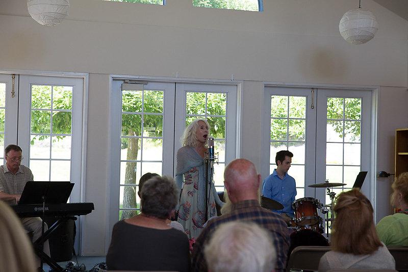 Janice-Cook-Sings-8223.jpg