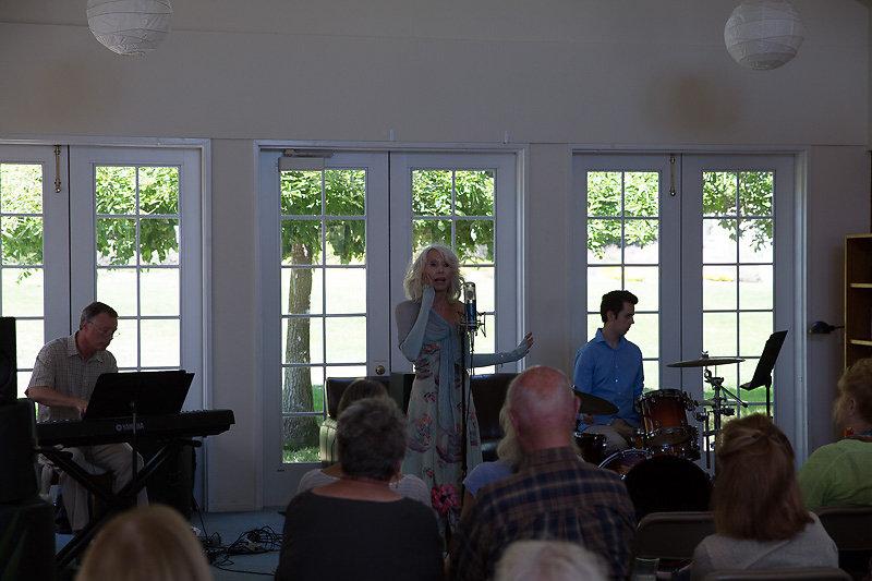 Janice-Cook-Sings-8226.jpg